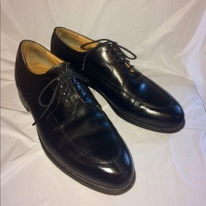 Black leather laceup JOHNSTON & MURPHY oxfords